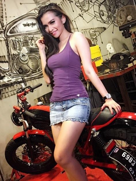 Maria Vania  Car Model  Indonesian Girls Only  Model Hot Indonesia  Idplaysports88-5231